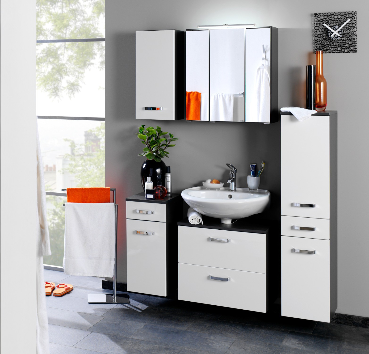 bad hochschrank bologna 2 t rig 1 schublade 30 cm breit hochglanz wei graphitgrau bad. Black Bedroom Furniture Sets. Home Design Ideas